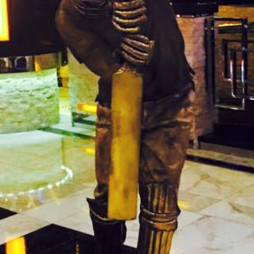 Cricket Human Statue (1)